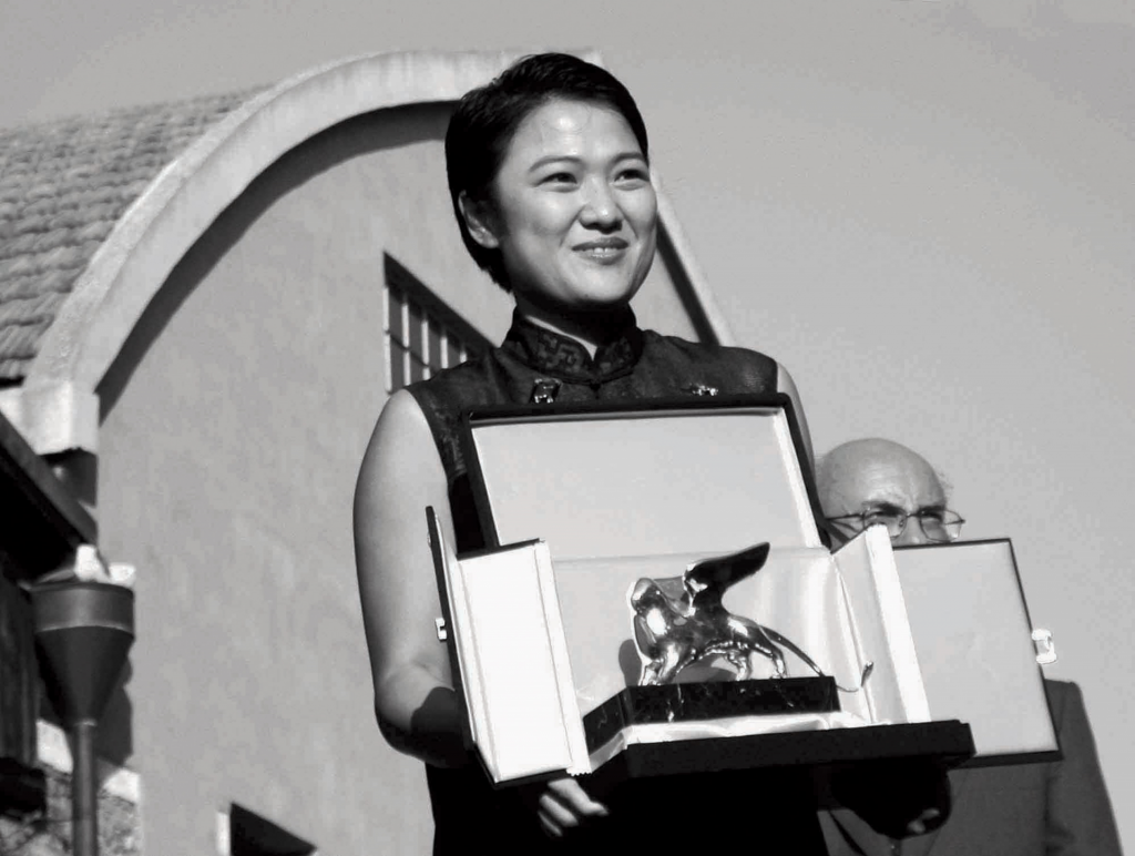 Zhang_Xin_awarded_'Special_Prize_at_the_8th_International_Architecture_Exhibition_of_la_Biennale_di_Venezia_in_2002